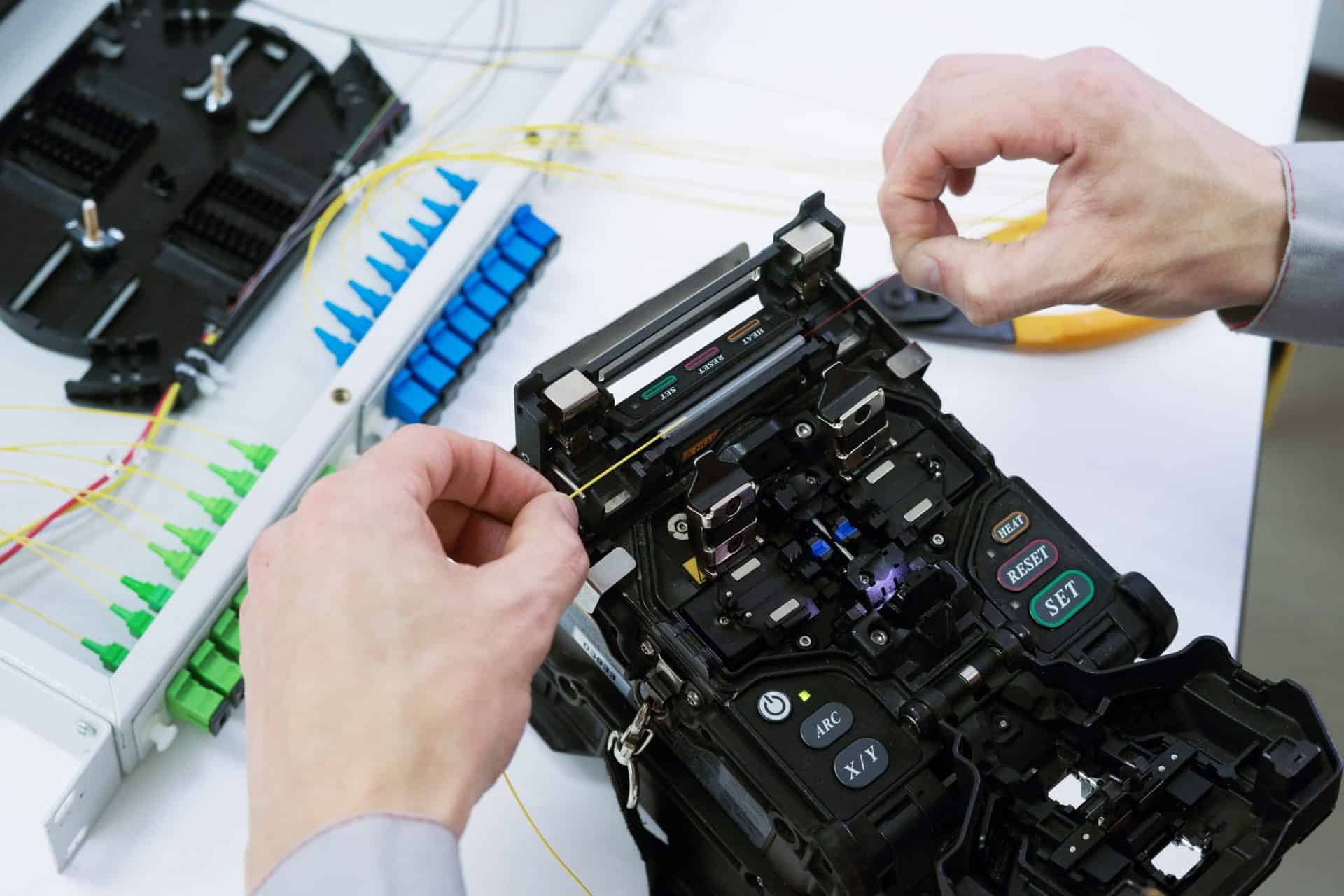 Fiber Optic Splicing by fusion splicing machine
